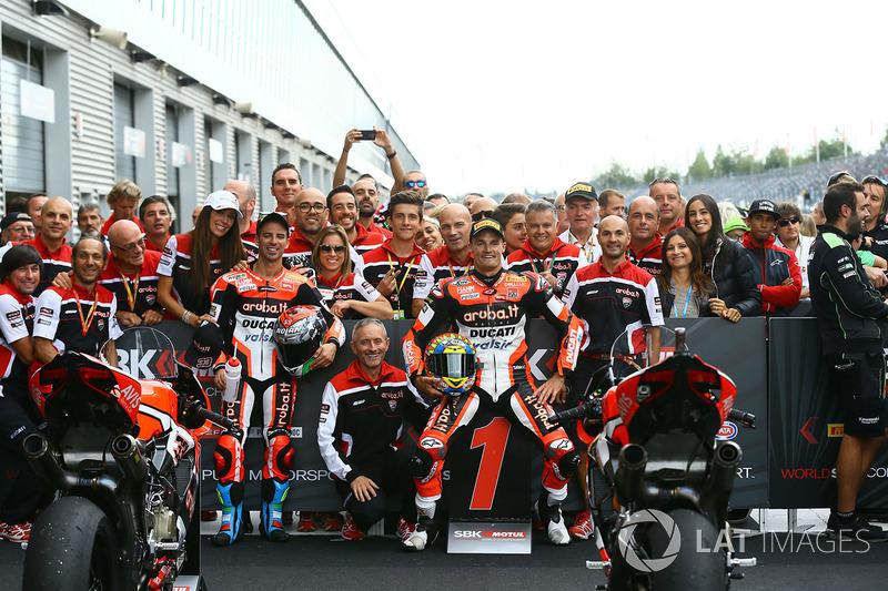 Podio: il vincitore della gara Chaz Davies, Ducati Team, il terzo classificato Marco Melandri, Ducati Team
