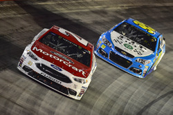 Ryan Blaney, Wood Brothers Racing Ford, Michael McDowell, Leavine Family Racing Chevrolet