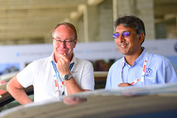 Bernhard Gobmeier, director de Volkswagen Group Motorsport, Sirish Vissa, director de Volkswagen Motorsport India