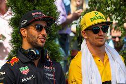 Daniel Ricciardo, Red Bull Racing und Nico Hulkenberg, Renault Sport F1 Team
