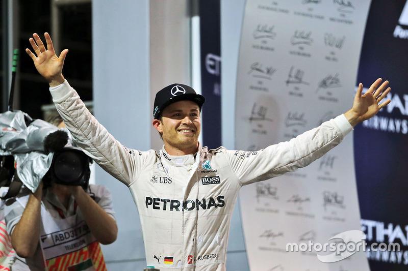 Il Campione del Mondo Nico Rosberg, Mercedes AMG F1 festeggia sul podio