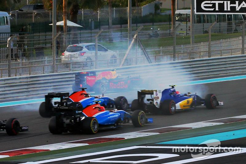 Quem poderia entrar na briga pela vitória era Max Verstappen. Mas uma rodada logo na primeira curva prejudicou a corrida do holandês, que ainda conseguiu terminar em quarto.