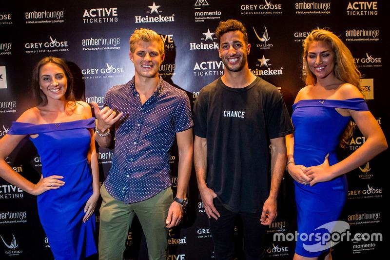 Daniel Ricciardo, Red Bull Racing, Marcus Ericsson, Sauber F1 Team