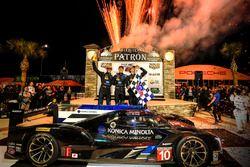 I vincitori Ricky Taylor, Jordan Taylor, Alex Lynn, Wayne Taylor Racing