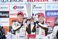 GT300クラスで優勝した#51 JMS LMcorsa RC F GT3