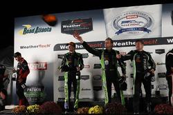 I vincitori Scott Sharp, Ryan Dalziel, Brendon Hartley, Tequila Patrón ESM