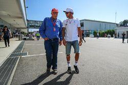 Niki Lauda, Mercedes AMG F1 Non-Executive voorzitter en Lewis Hamilton, Mercedes AMG F1