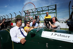 Jolyon Palmer, Renault Sport F1 Team talks with Johnny Herbert, Sky TV and the drivers parade