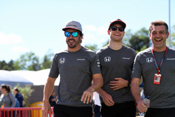 Fernando Alonso, McLaren, Stoffel Vandoorne, McLaren and Paul James, McLaren Team Manager
