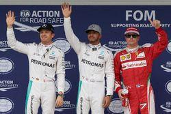 Le top 3 des qualifications dans le Parc Fermé : Nico Rosberg, Mercedes AMG F1, second; Lewis Hamilton, Mercedes AMG F1, pole position; Kimi Raikkonen, Ferrari, troisième