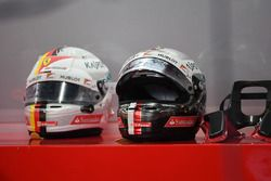 Sebastian Vettel, Ferrari casco y HANS device