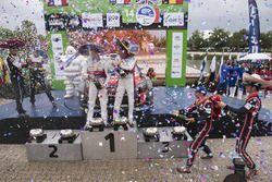 Podium : les vainqueurs Kris Meeke, Paul Nagle, Citroën World Rally Team, les deuxièmes Sébastien Ogier, Julien Ingrassia, M-Sport, les troisièmes Thierry Neuville, Nicolas Gilsoul, Hyundai Motorsport