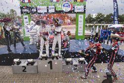 المنصة: الفائز بالرالي كريس ميك وبول نايغل، سيتروين سي3 دبليو آر سي، فريق سيتروين العالمي للراليات،