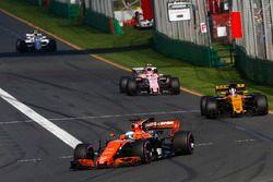 Fernando Alonso, McLaren MCL32, Nico Hulkenberg, Renault Sport F1 Team RS17 y Esteban Ocon, Force In