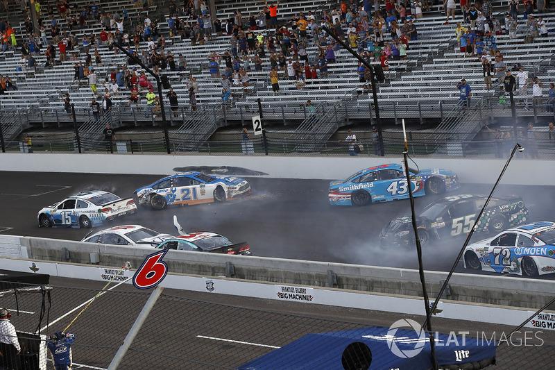 Crash: Trevor Bayne, Roush Fenway Racing Ford, Austin Dillon, Richard Childress Racing Chevrolet, Ry