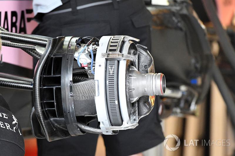 Передні гальма та кріплення колеса Force India VJM10