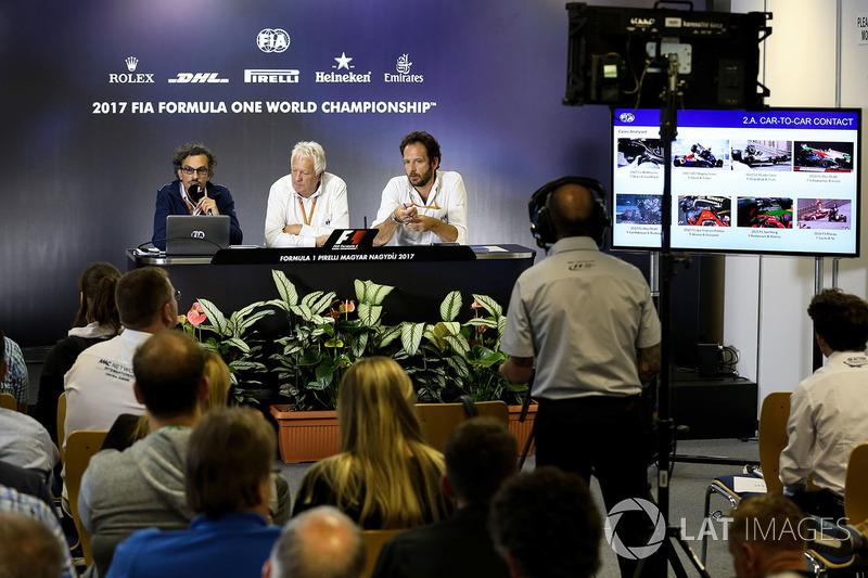 Заступник гоночного директора FIA Лоран Мекіс, гоночний директор FIA Чарлі Вайтінг, медіа-делегат FI