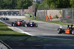 Jake Dennis, Carlin, Dallara F317 - Volkswagen, Callum Ilott, Prema Powerteam, Dallara F317 - Merced