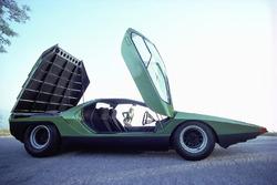 Bertone Carabo, побудований на базі  Alfa Romeo 33 Stradale