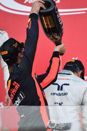 Podio: ganador de la carrera Daniel Ricciardo, Red Bull Racing, tercer lugar Lance Stroll, Williams