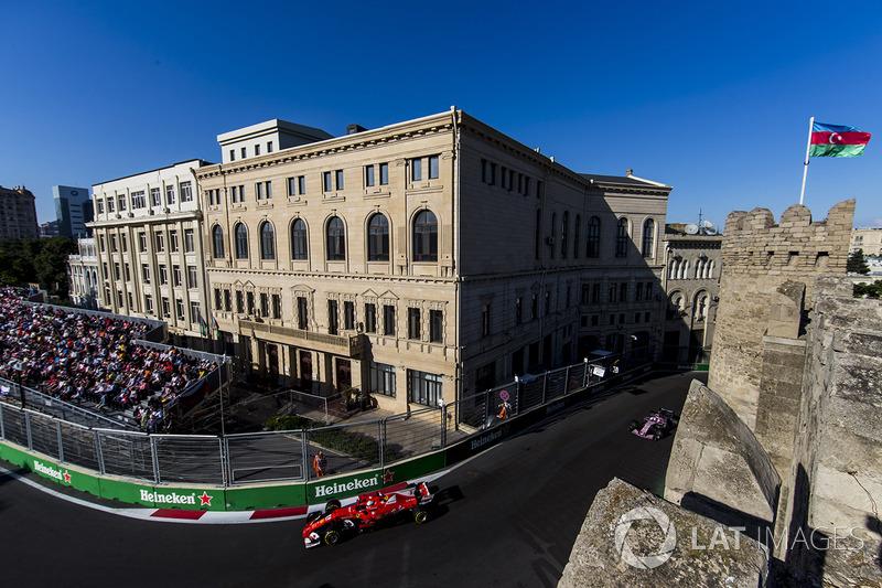 Sebastian Vettel, Ferrari SF70H, Sergio Pérez, Sahara Force India F1 VJM10