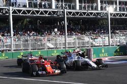 Себастьян Феттель, Ferrari SF70H, и Фелипе Масса, Williams FW40