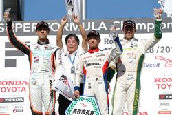 Podium: race winner Yuhi Sekiguchi, Team Impul, second place Hiroaki Ishiura, Cerumo Inging, Team Impul, third place Andre Lotterer, Team Tom's