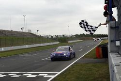 Checkered flag for Gianni Morbidelli, West Coast Racing, Volkswagen Golf GTi TCR