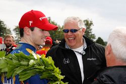 Ganador de la carrera Alexander Rossi, Herta - Andretti Autosport Honda, Art St. Cyr, Presidente de