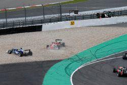 Crash, Ferdinand Habsburg, Carlin, Dallara F317 - Volkswagen, Guan Yu Zhou, Prema Powerteam, Dallara