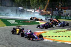 Fernando Alonso, McLaren MCL32 bloque une roue au départ