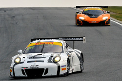 #911 Walkinshaw GT3 Porsche 911 GT3-R: John Martin, Aaron Tebb