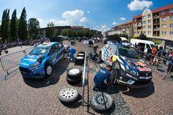 Mads Ostberg, Ola Floene, M-Sport Ford Fiesta WRC en Jari-Matti Latvala, Miikka Anttila, Volkswagen