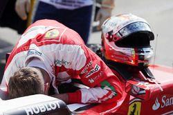 Sebastian Vettel, Ferrari SF16-H part en tête-à-queue