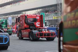 Richard Collett on the starting grid