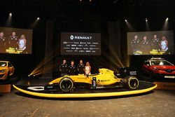 Сириль Абтбуль, управляющий директор Renault Sport F1, Кевин Магнуссен, Renault Sport F1 Team, Джоли