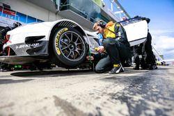 #154 Hofor-Racing BMW M3 E36: Simon Glenn, Jody Halse, Marcos Burnett, Cemal Osman