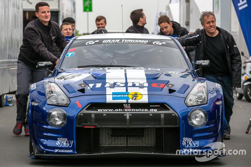 Nissan GT-R команды Schulze Motorsport: Марк Шульжицкий, Тобиас Шульце, Михаэль Шульце, Жордан Тресс