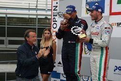 Podio GA: segundo lugar #32 Antonelli Motorsport Lamborghini Huracan Super Trofeo: Omar Galbiati, Ki