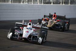 Josef Newgarden, Team Penske Chevrolet, James Hinchcliffe, Schmidt Peterson Motorsports Honda