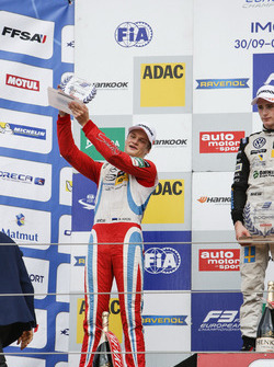 Podium de novatos: Ralf Aron, Prema Powerteam Dallara F312 – Mercedes-Benz