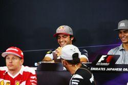 Carlos Sainz Jr., Scuderia Toro Rosso y Lewis Hamilton, Mercedes AMG F1 en la Conferencia de prensa