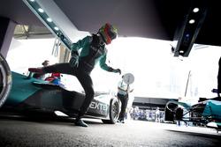 Práctica de pit stop para Nelson Piquet Jr., NEXTEV TCR Formula E Team