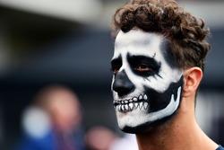Daniel Ricciardo, Red Bull Racing con il viso dipinto per Halloween