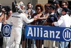Lewis Hamilton, Mercedes AMG F1 viert zijn pole met tennister Venus Williams