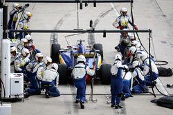 Felipe Nasr, Sauber F1 Team C35 pit stop