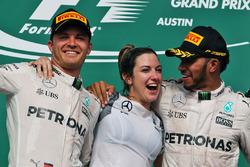 Podium: Nico Rosberg, Mercedes AMG F1 met Victoria Vowles, Mercedes AMG F1 Partner Services Director
