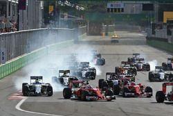 Felipe Massa, Williams FW38 ve Sebastian Vettel, Ferrari SF16-H
