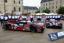#7 Audi Sport Team Joest Audi R18: Marcel Fassler, Andre Lotterer, Benoit Tréluyer en #8 Audi Sport