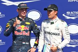 Max Verstappen, Red Bull Racing celebra su segundo puesto en parc ferme con el ganador de la pole N